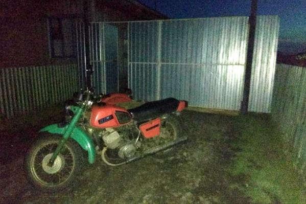 Мотоцикл не числился в угоне и, скорее всего, действительно мог принадлежать семье подростка