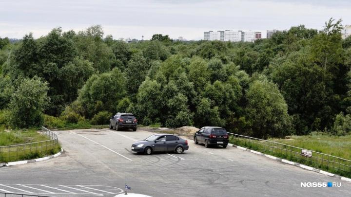 Рабочие начали подготовку к строительству дороги-дублёра по улице 70 лет Октября