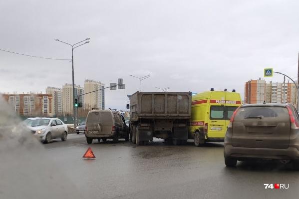 Авария произошла, когда машина реанимации ехала в больницу