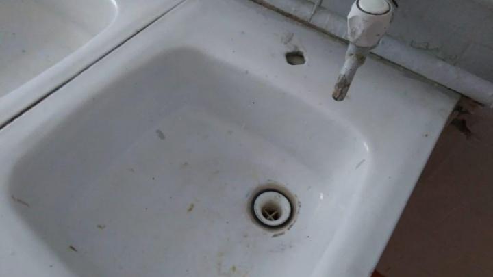 Крысы, плесень и жуткий холод: в Горном Щите родители пожаловались на плохое состояние здания школы