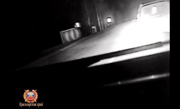 Полицейские стрельбой по колесам остановили гонщика на ВАЗе