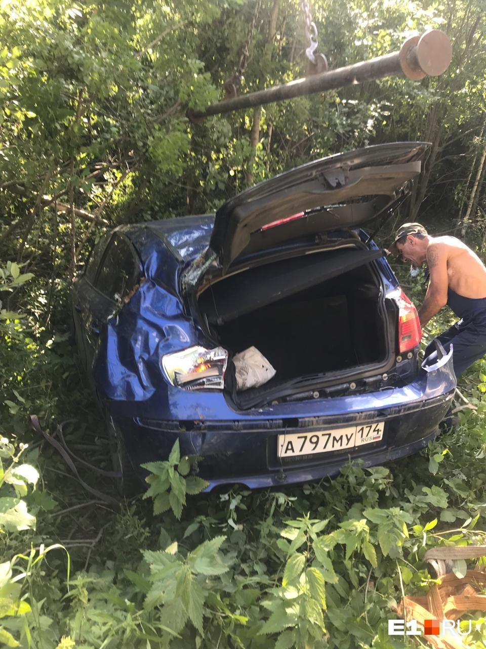 Вытащить ее из машины помогали свидетели ДТП