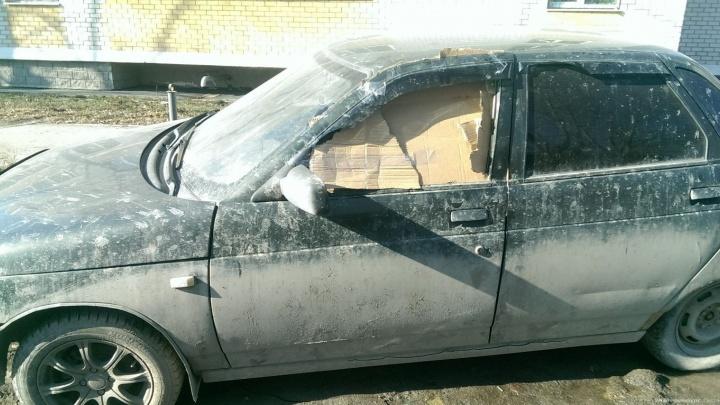 Парня, который полуголым прыгал по крышам авто на Сортировке, арестовали на пять суток