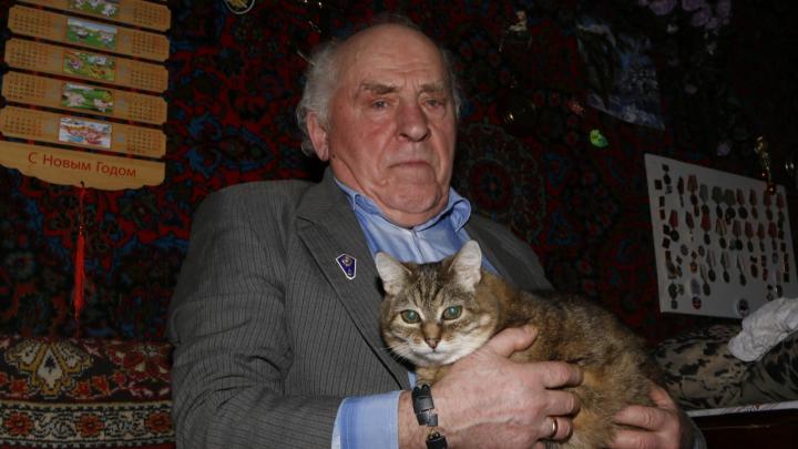 «Писал и Медведеву, и Путину»: как пенсионер из деревни Орлово 10 лет добивается ремонта дороги