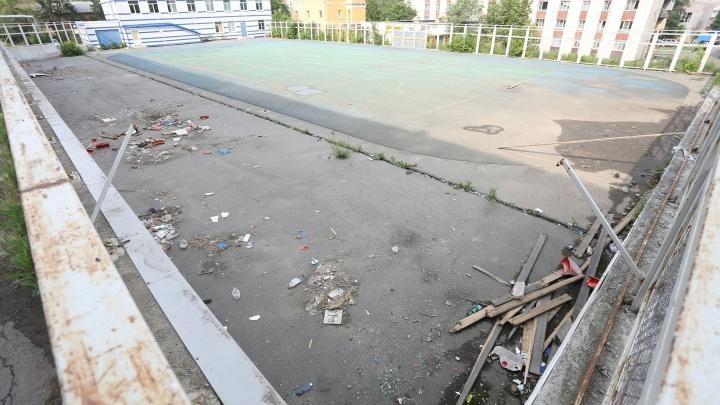 «Растащили по частям»: заброшенный стадион в Курчатовском районе отказались восстанавливать