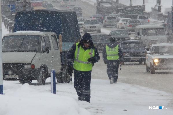 Инспекторы сопроводили авто новосибирца, значительно сократив его путь по загруженным дорогам