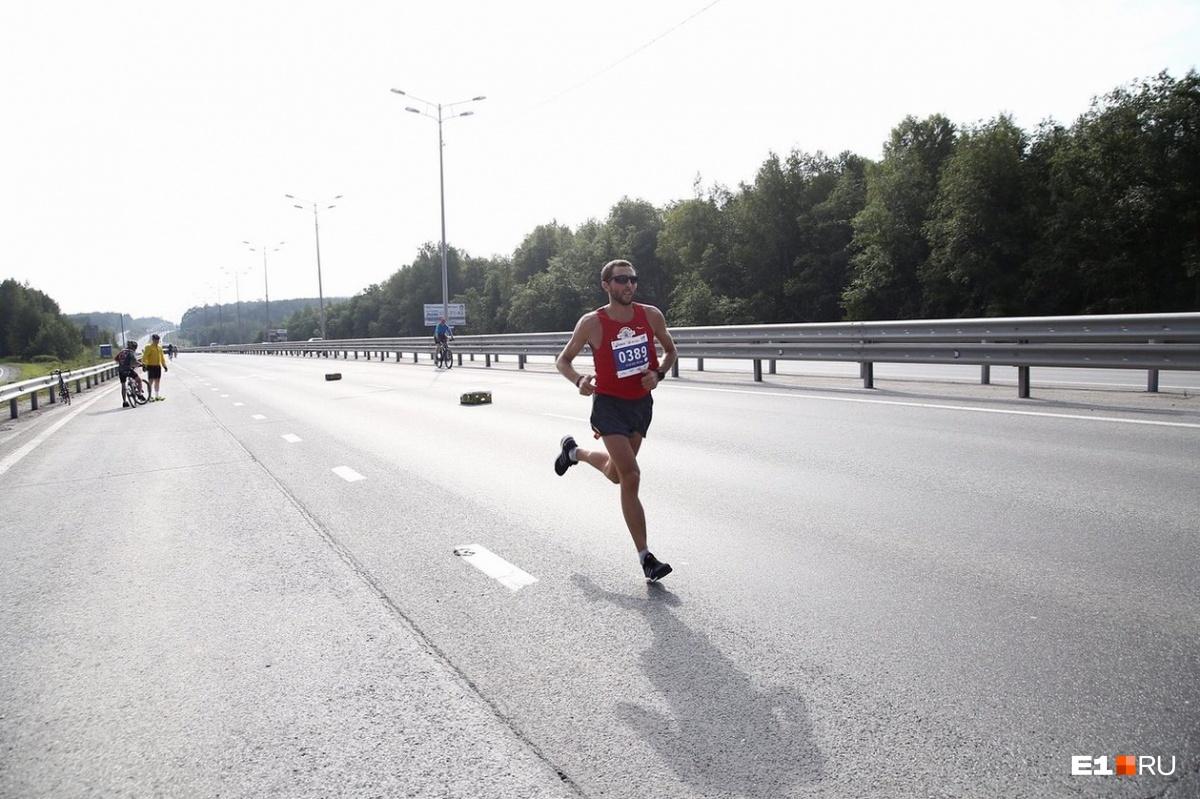 В гордом одиночестве пробежал лидер Юрий Чечун