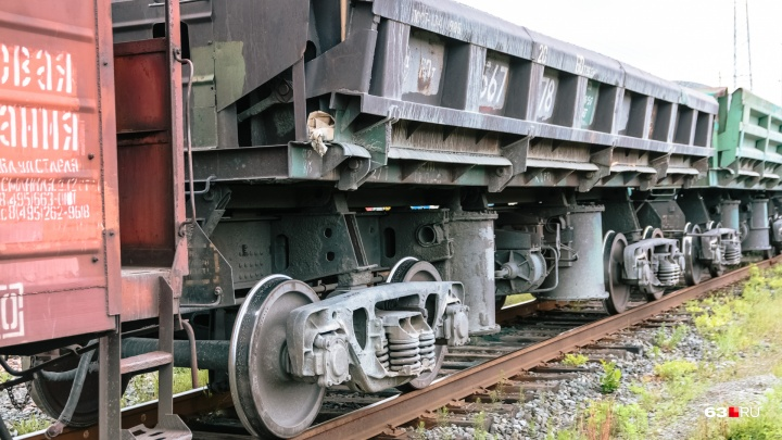 В Самарской области мужчине отрезало ноги грузовым поездом