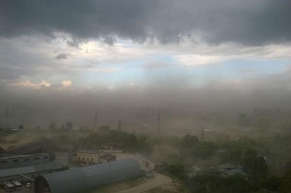 Налетевшая пыльная буря оставила без света десятки домов