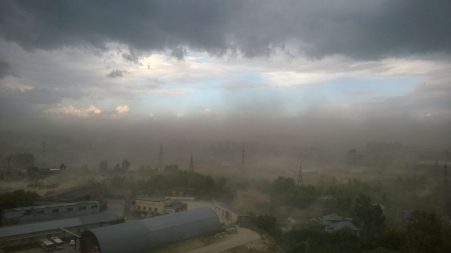 Мощный циклон вНовосибирске оставил без света десятки домов