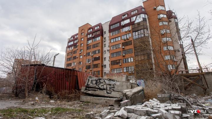 «Наши дома рухнут в воду»: волгоградцы требуют запретить строительство нового ЖК с видом на Волгу
