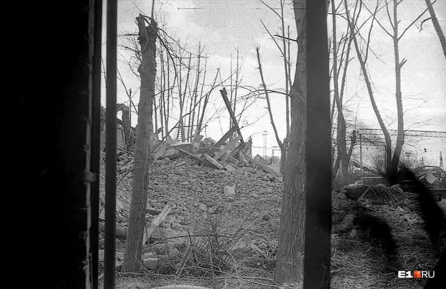 От некоторых зданий тогда остались одни руины