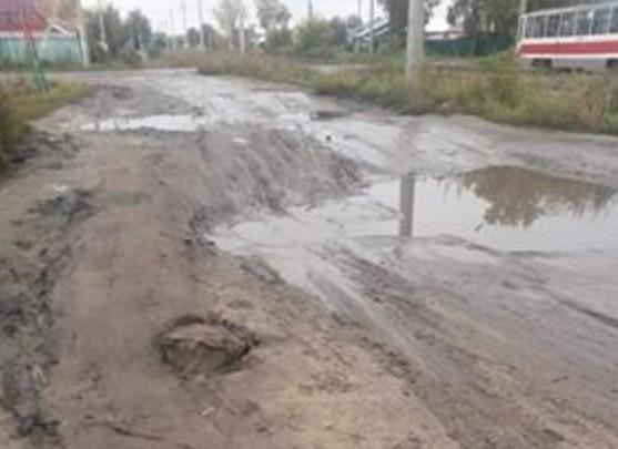 «Как после бомбёжки»: сибирячка пожаловалась на бездорожье в Ленинском районе