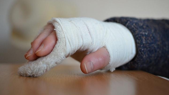 Отец в Норильске при воспитании 12-летней дочери переломал ей руку