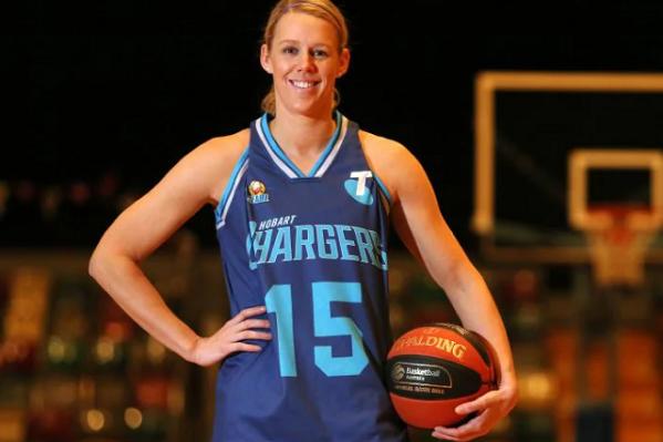 В этом году 28-летняя американская баскетболистка будет выступать за новосибирское «Динамо»