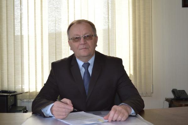 Анищенко возглавлял инспекцию госстройнадзора с декабря 2011 года. Сейчас чиновнику 61 год
