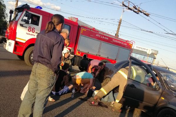Авария обошлась без возгорания, сотрудники МЧС провели аварийно-спасательные работы