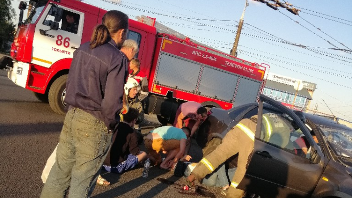 Машины всмятку: в аварии в Тольятти пострадали 4 человека