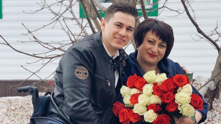 Десантник, потерявший ноги при обрушении казармы в Омске, рассказал, как его выходила мачеха