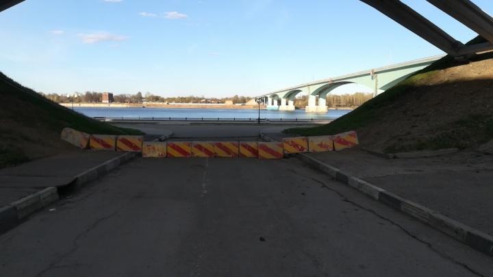 В Ярославле спуск к набережной перекрыли бетонными блоками