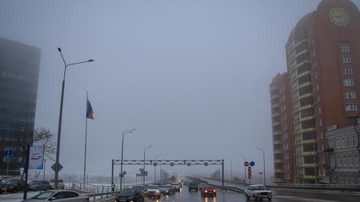 Инспекторы ГИБДД спасли водителя от смерти на заснеженной трассе в Ростовской области