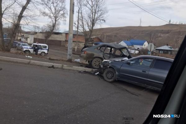 Пострадал старый «Москвич», его пассажир и водитель
