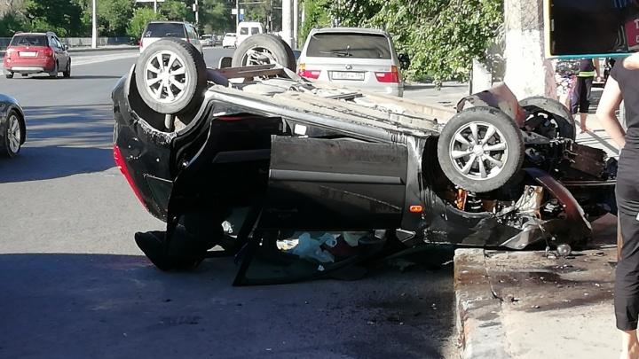 «Машину просто толкнули»: волгоградцы ищут водителя фуры, который подрезал перевернувшуюся иномарку