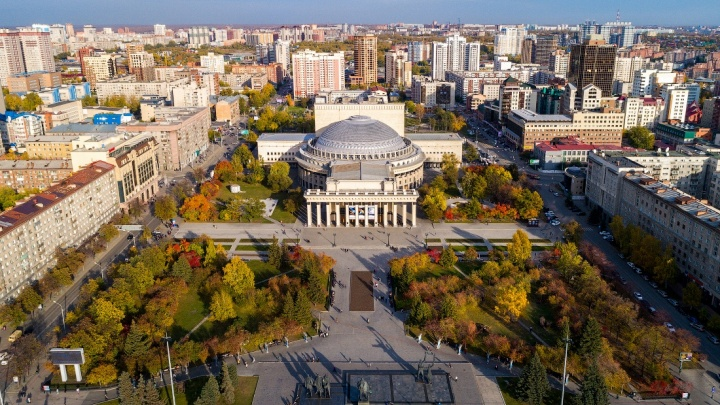 Взгляд на осень: Слава Степанов посвятил новую серию высотных снимков увядающему Новосибирску