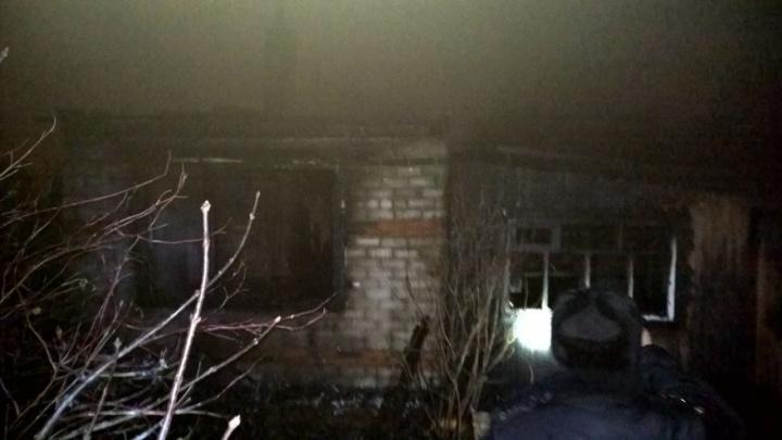 В пригороде Тюмени дотла сгорел частный дом. Два человека погибли