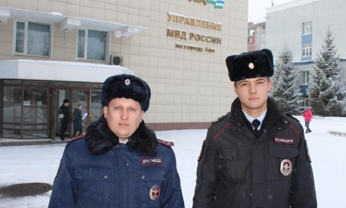 В Уфе двое полицейских спасли мужчину от пожара
