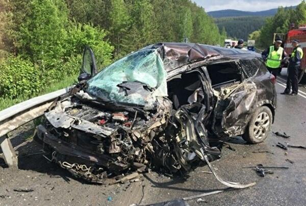 «Двое в больнице, легковушка всмятку»: в Башкирии ищут свидетелей аварии на трассе М-5