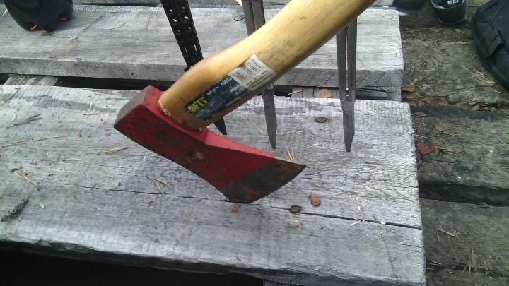 Архангелогородец, пытавшийся вернуть долг с топором и ножом в руках, попал под уголовку