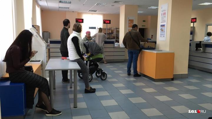 «Низкая зарплата, а работа сложная»: почему «Почта России» такая медленная