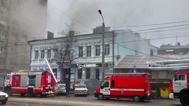 Умерла в скорой: в пожаре в центре Ростова погибла пенсионерка