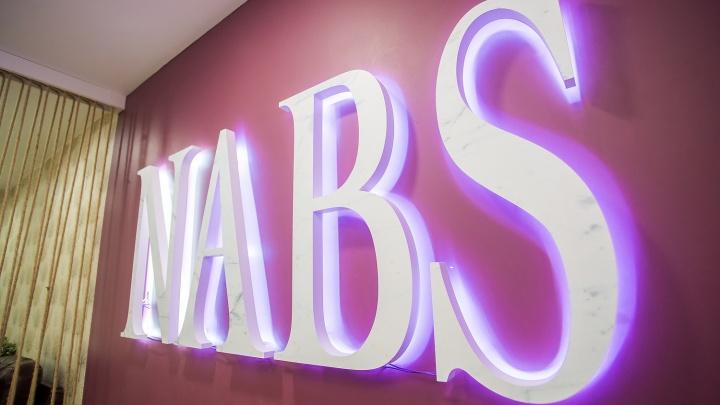 Ночью дешевле: салон NABS снижает цены на маникюр и педикюр после полуночи