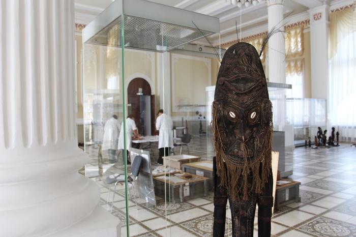 На выставке около 140 изделий, созданных жителями второго по величине острова Земли