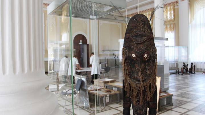 Новосибирцам покажут отрезанную голову и ритуальные маски папуасов