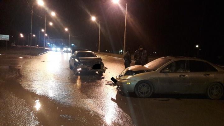 Водитель «Тойоты» разбил лицо о руль на перекрестке двух академиков
