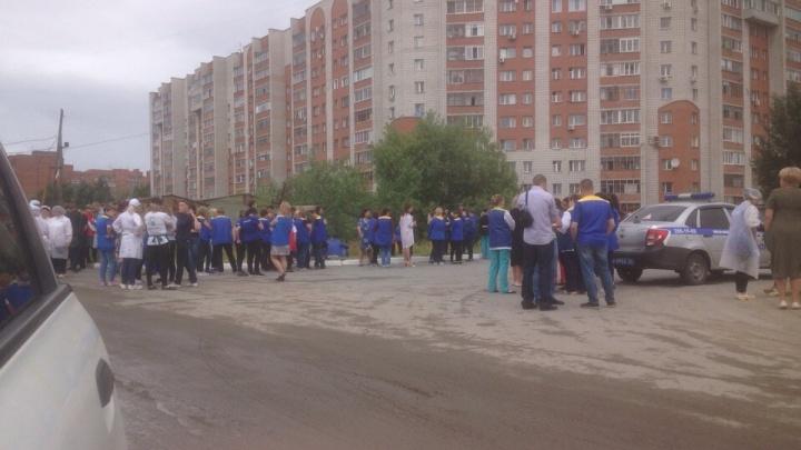 «Вывели абсолютно всех»: покупателей и продавцов эвакуировали из «Ленты» на Большевистской