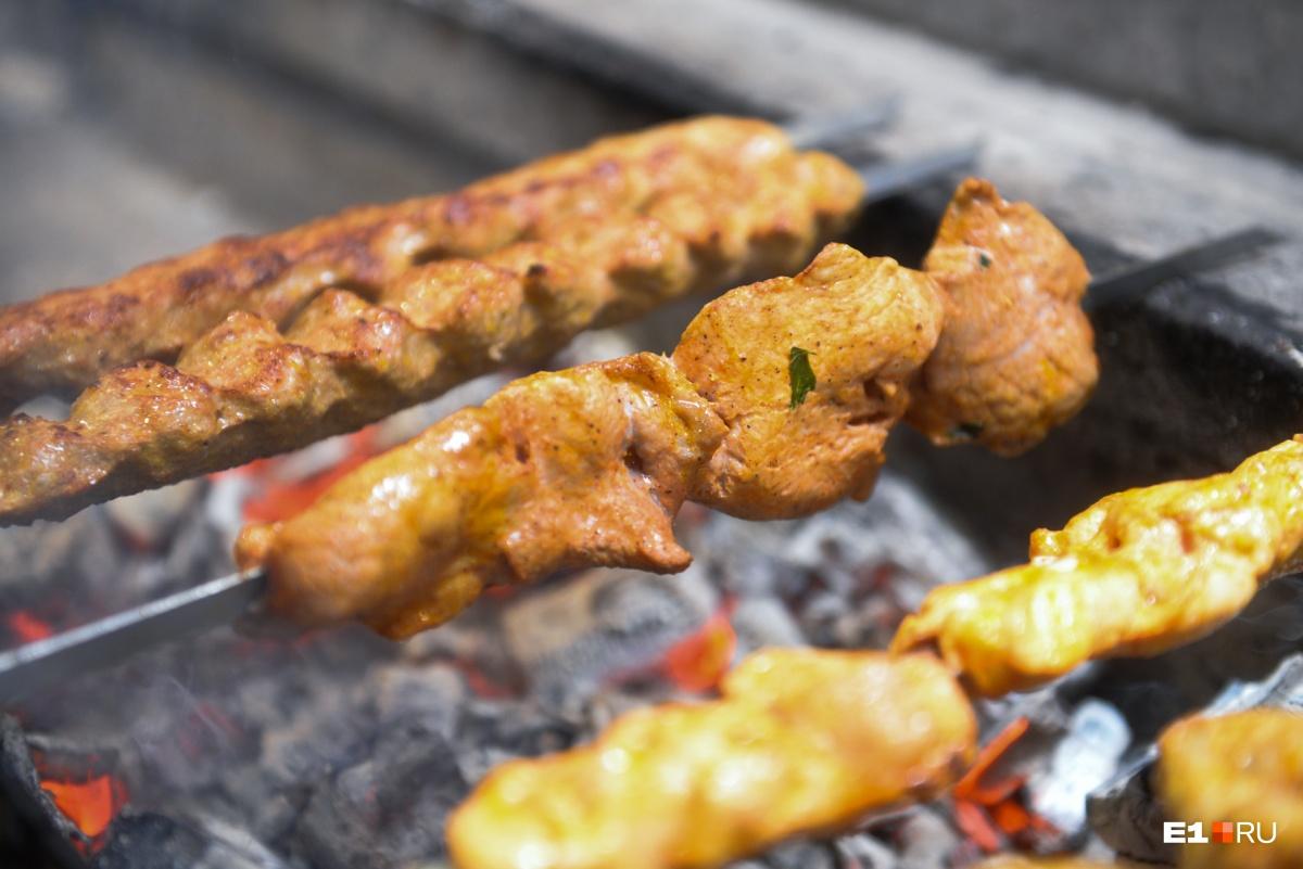 «Хотите мясо с майонезом — готовьте запеканку»: шашлычные секреты настоящего армянина