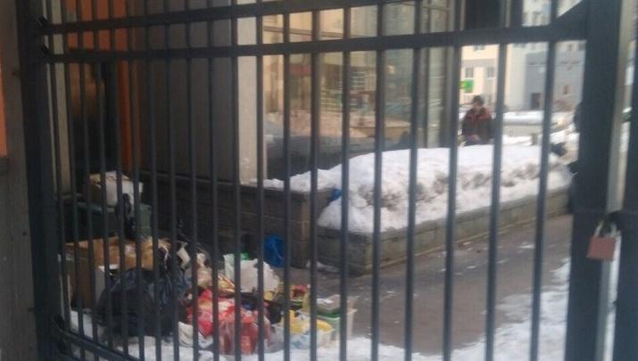 В Европейском из-за сбоя работы канализации нечистоты вышли на улицу и подтопили подвал бара