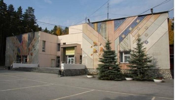 Базу отдыха на берегу Исетского озера выставили на продажу по цене элитной квартиры в Екатеринбурге