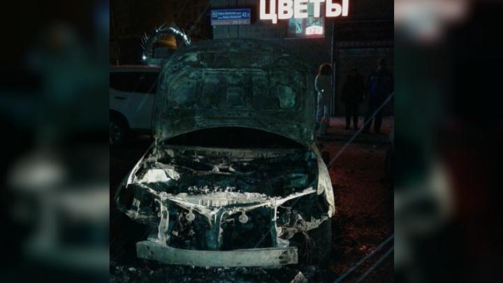 В Уфе сгорел элитный Lexus