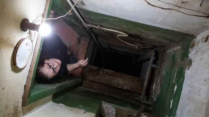 Привет, сосед: в Волгограде туалеты исторического дома из-за капремонта соединила сквозная дыра
