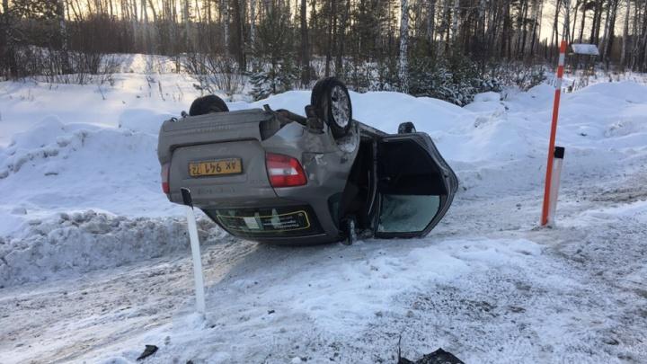 Такси с пассажирами перевернулось на трассе Тюмень — Омск. Четверо — в больнице