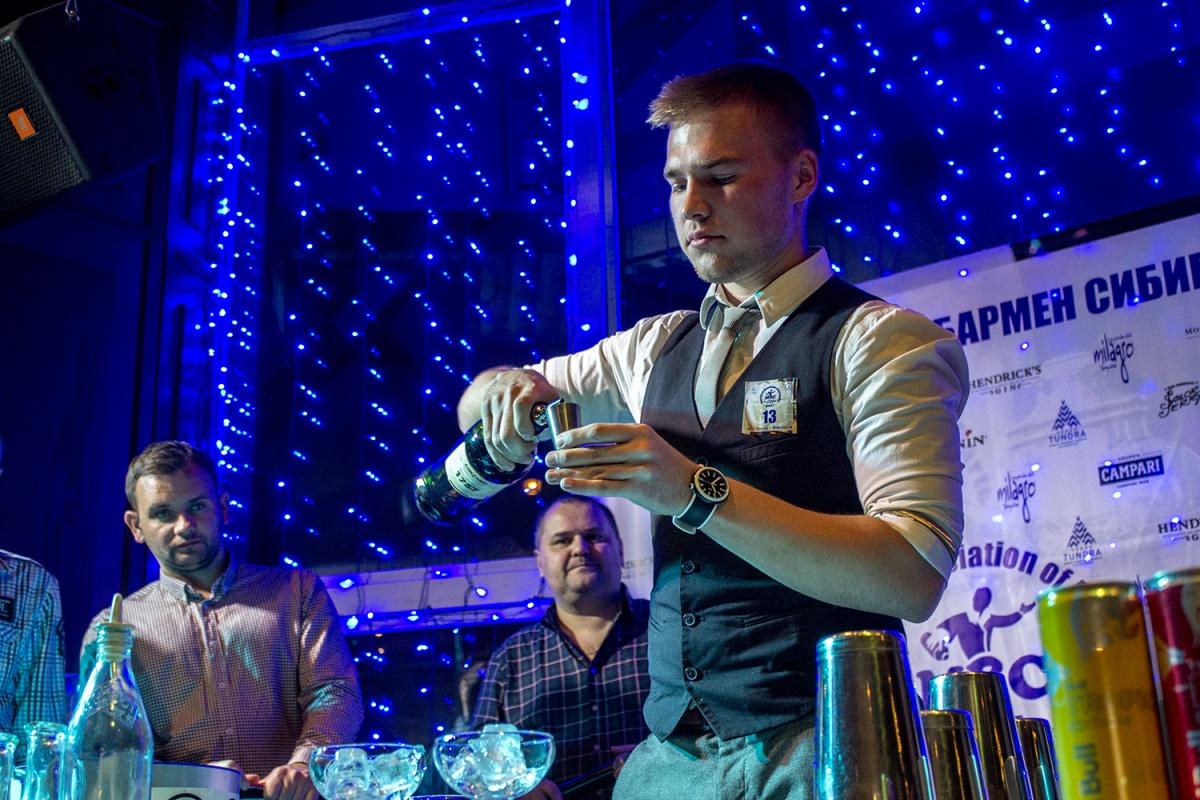 Победитель конкурса «Молодой бармен Сибири»Илья Чеканов
