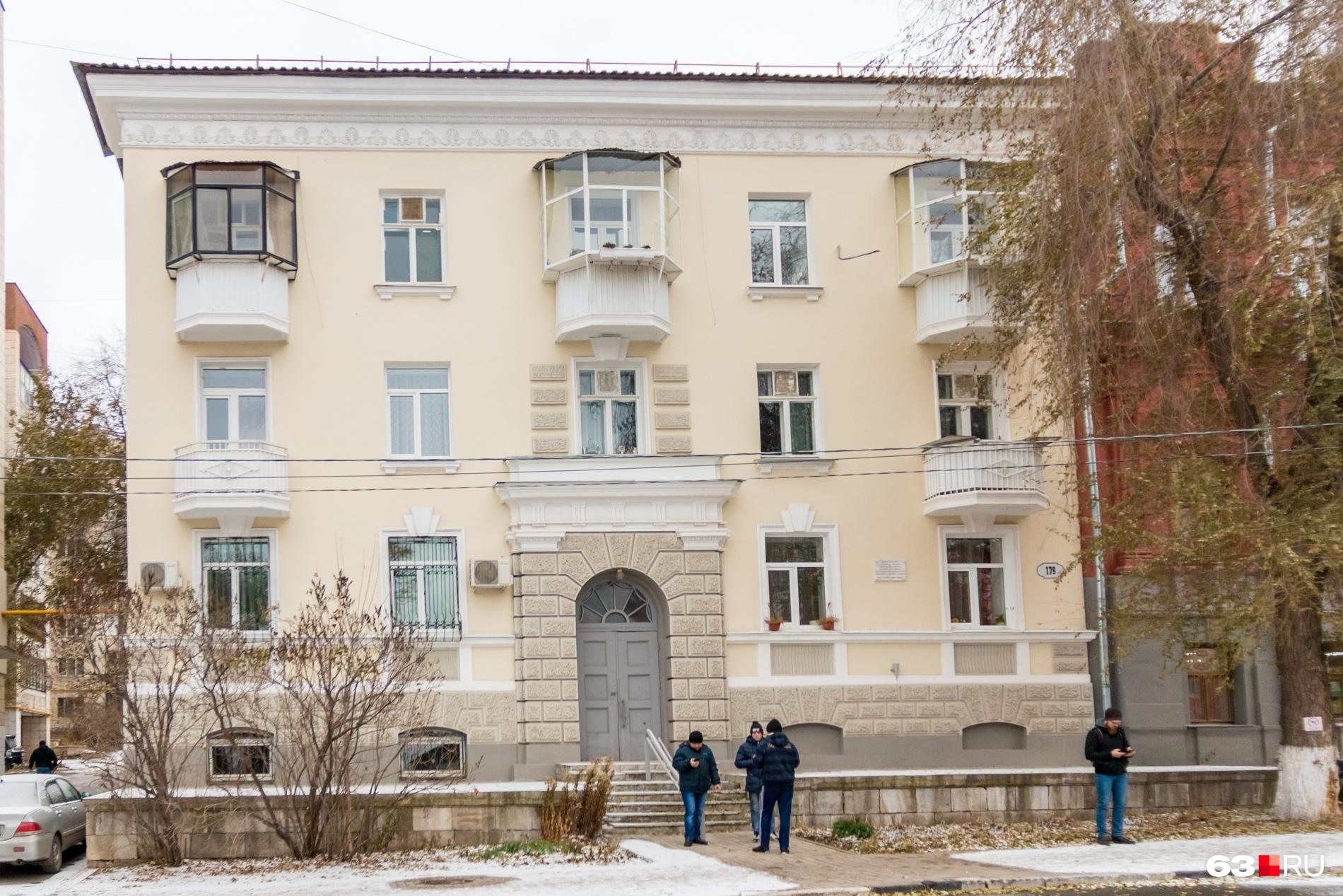 В этом доме на Фрунзе, 179 агенты «Кембриджской пятерки» занимали квартиры на третьем этаже