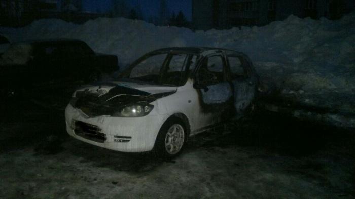 Машина выгорела полностью и восстановлению не подлежит