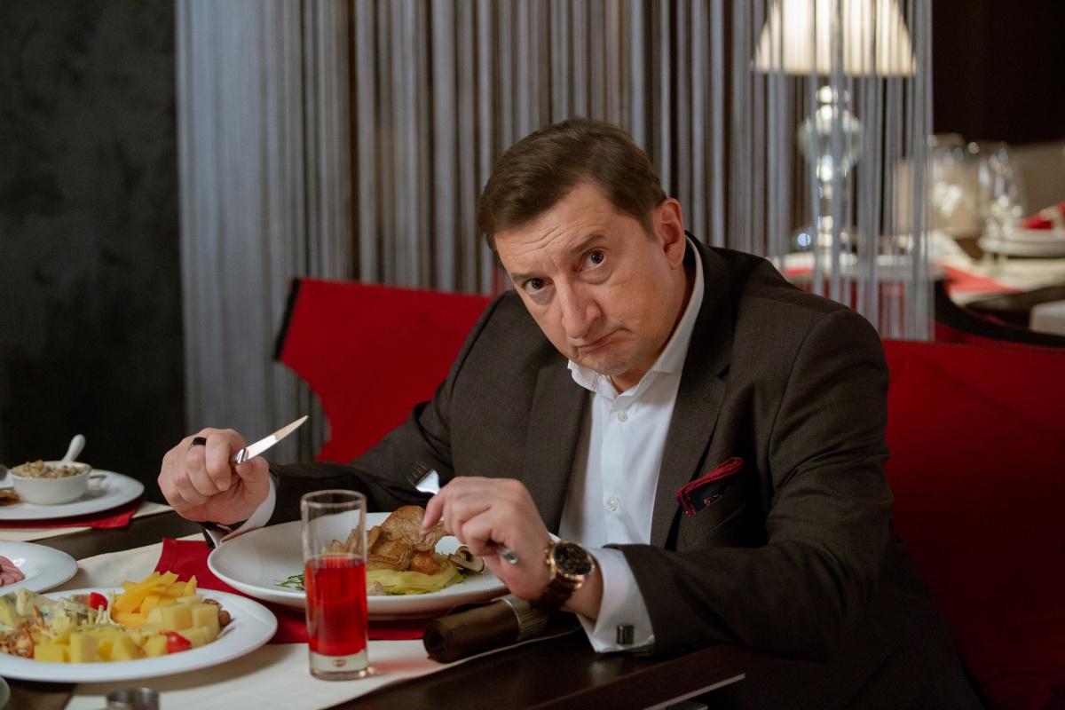 Александр Лыков считает, что время, когда российские сериалы снимались быстро и задешево, прошло