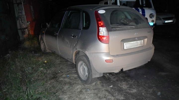 После семейной ссоры омич с ножом напал на таксиста и угнал машину